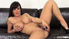 Brunette Milf babe Lisa sits on the couch and diddles her cunt